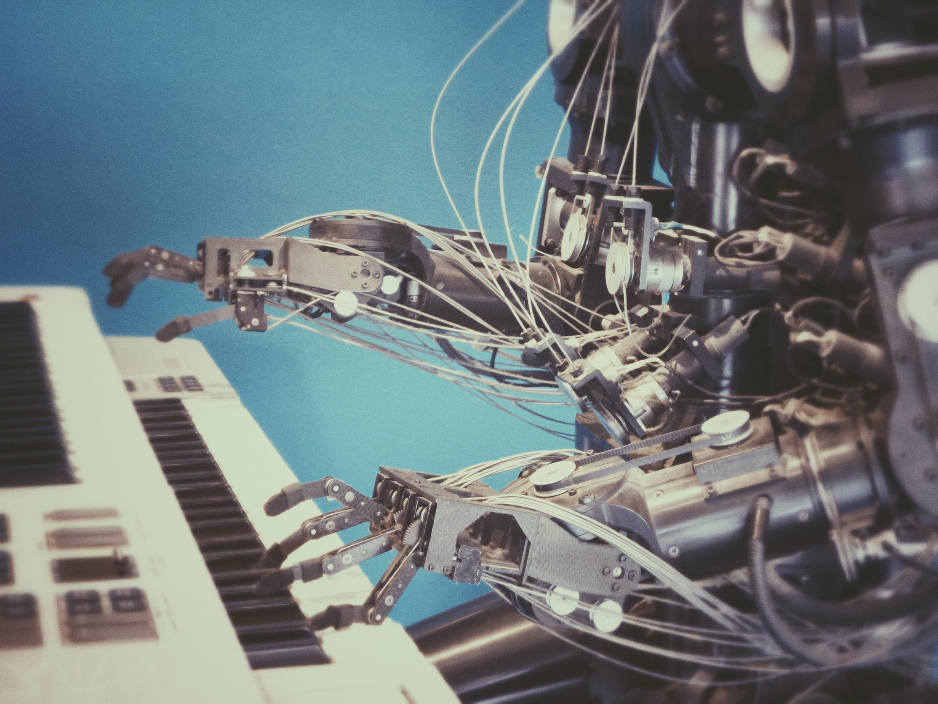 Robot Playing Piano - RPA is VIsa Handling Services